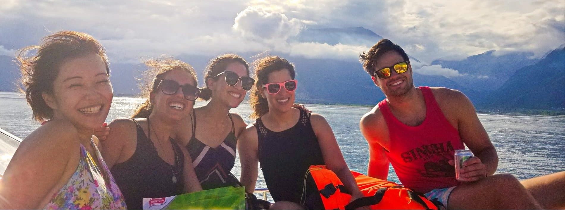 Hualien Fun Boat Cruises!